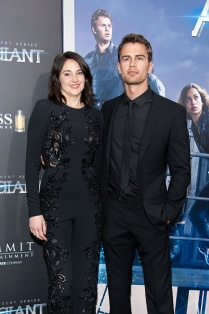 """NEW YORK, NY - MARCH 14: Shailene Woodley (L) and Theo James attend the """"Allegiant"""" New York premiere at AMC Lincoln Square Theater on March 14, 2016 in New York City. (Photo by D Dipasupil/Getty Images)"""